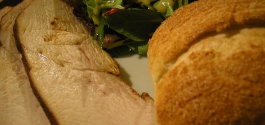 Kalkun med salat og brød